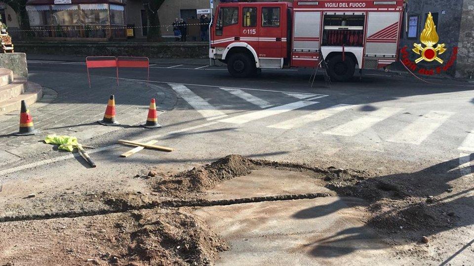 Abbadia San Salvatore, fuga di gas per strada durante dei lavori