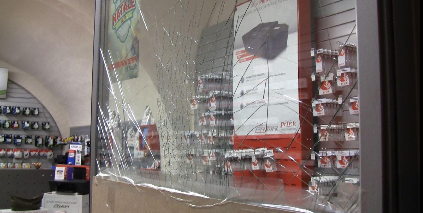 Furto sventato in via Cavour. Polizia ferma un cileno e un marocchino – LE FOTO