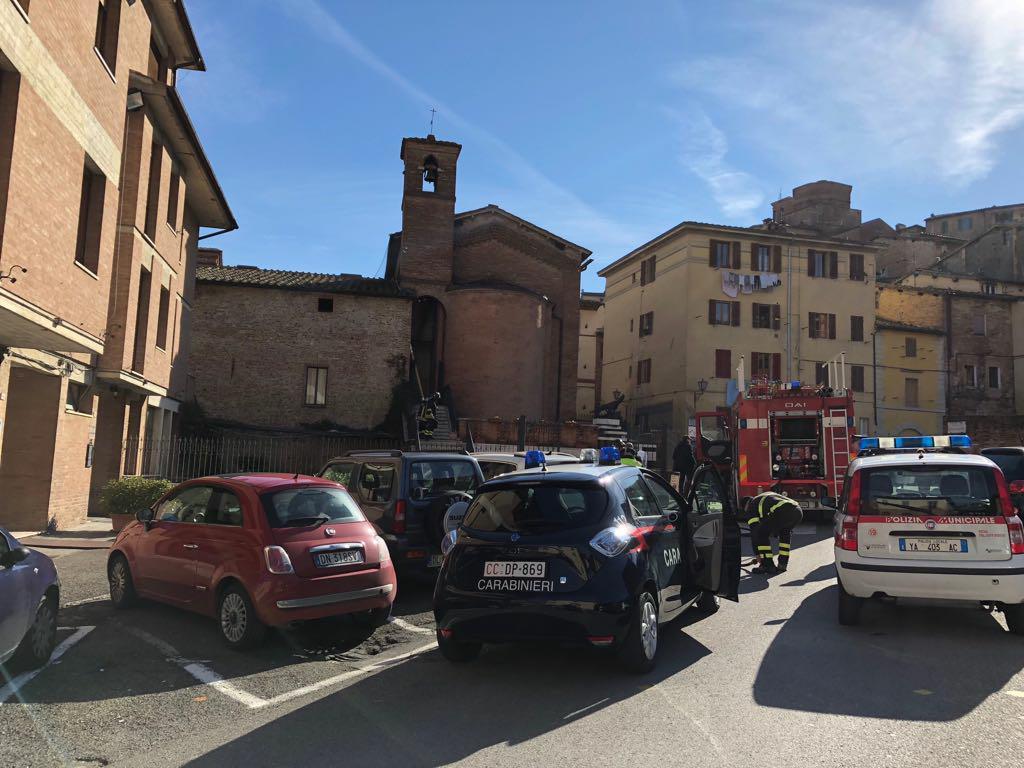 Incendio Porta Ovile, a fuoco i cavi elettrici della torre campanaria della Lupa