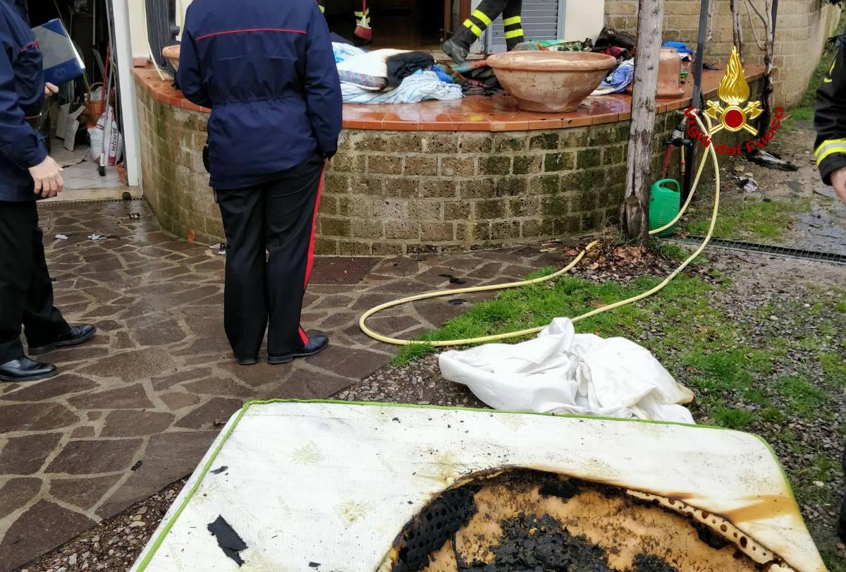 Sinalunga: prende fuoco la termocoperta, intossicata una 61enne