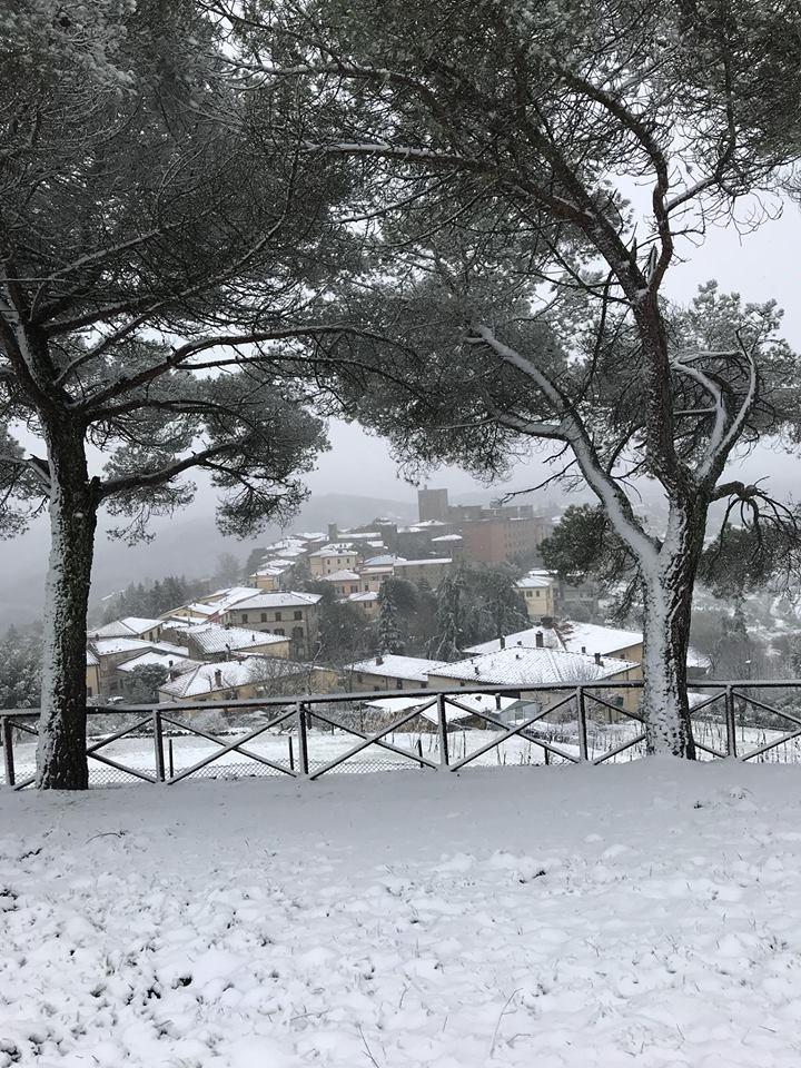 Chianti bianco: Castellina ricoperta di neve – FOTO
