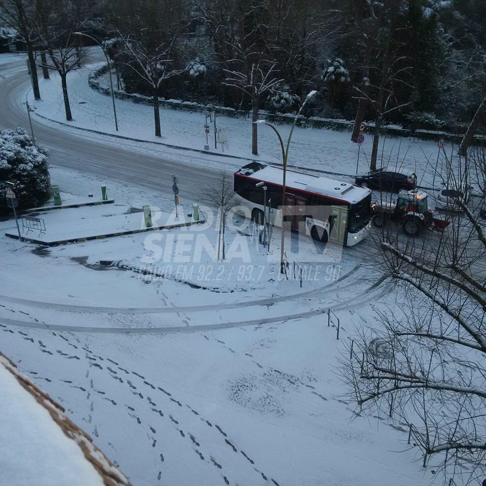 Allerta arancione per ghiaccio e neve: informazioni ai cittadini e strade chiuse