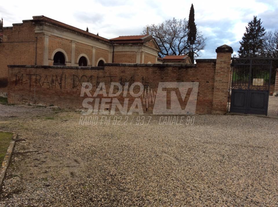 Buonconvento sul muro del cimitero compare la scritta for Muro robur