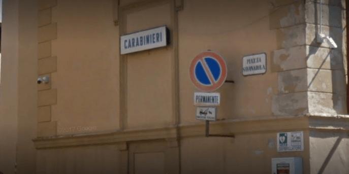 Bomba a mano davanti alla caserma dei carabinieri di Montepulciano