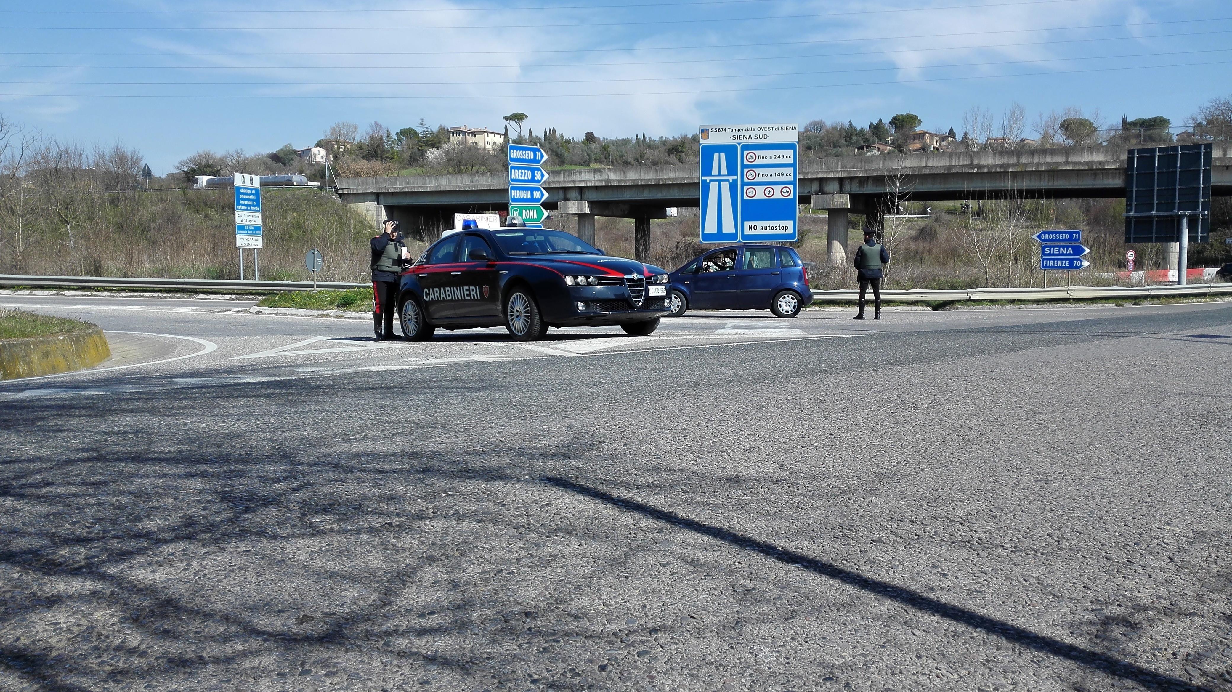 Rubano prosecco da una pizzeria a Chiusi, denunciati per furto quattro rumeni