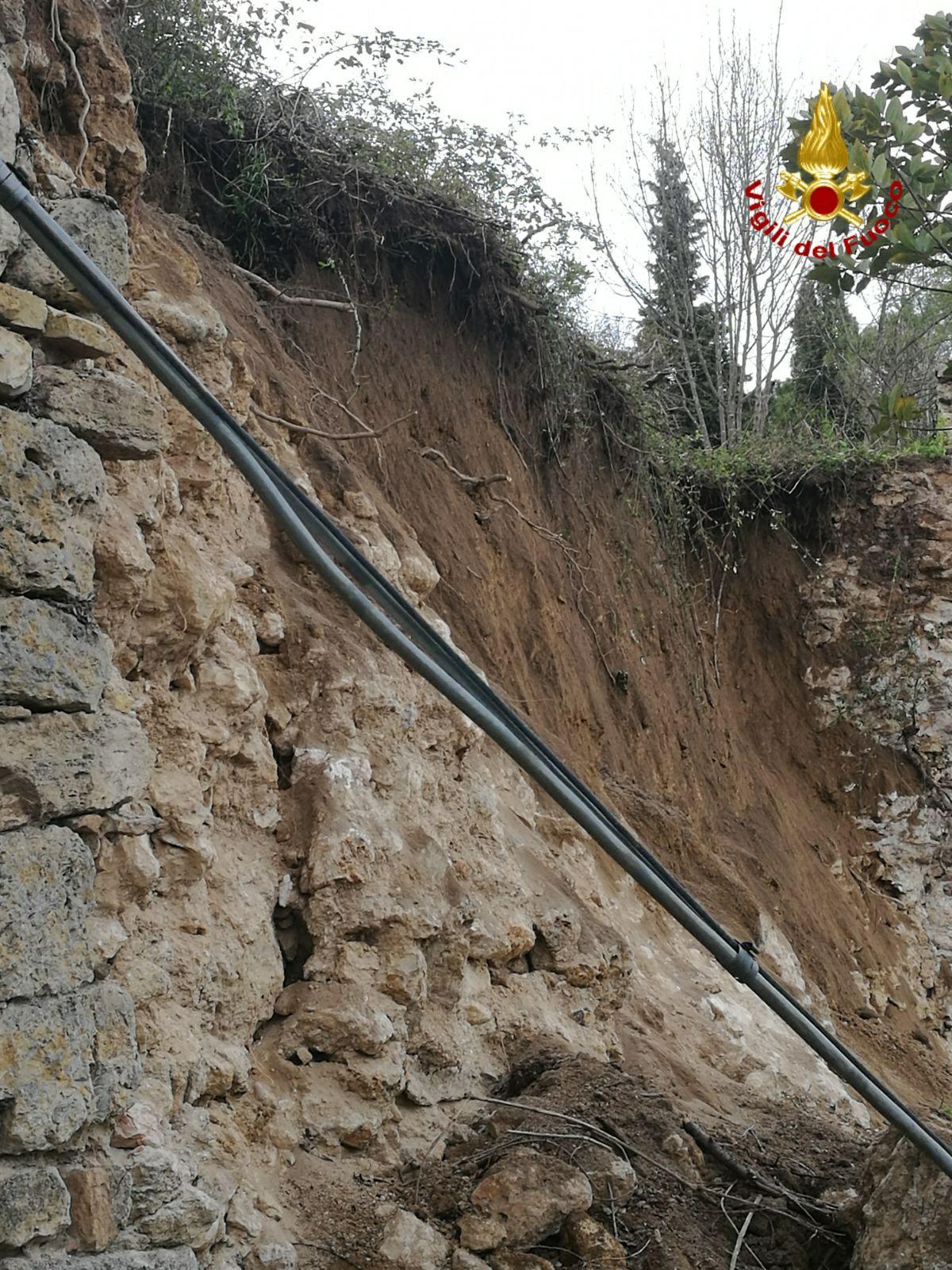 Crollo mura storiche San Gimignano, oggi previsti ulteriori approfondimenti