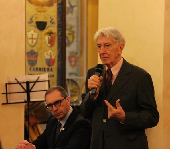 L'applauso di Siena a Corrado Augias ospite della Chiocciola – FOTO