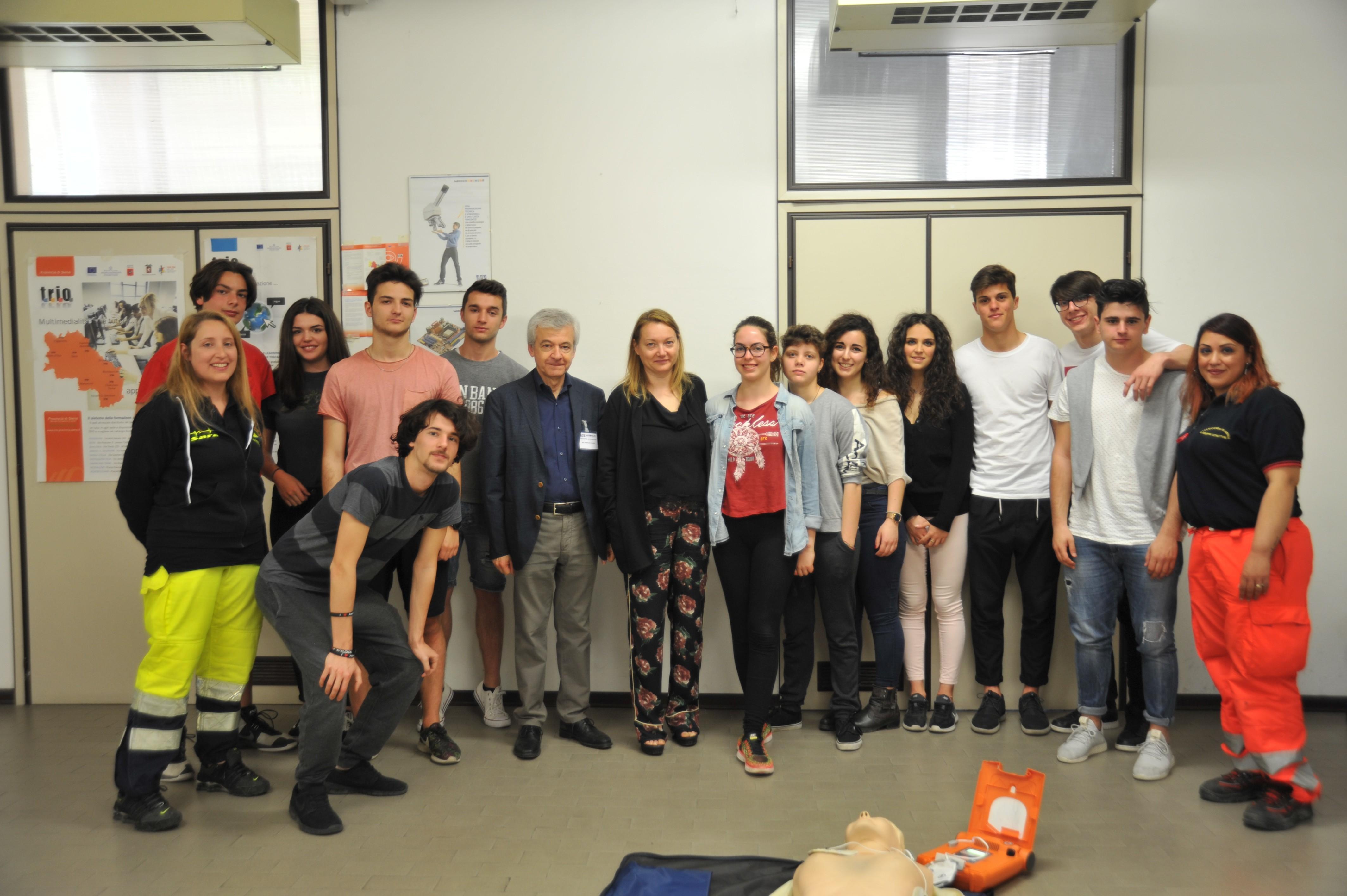 Sarrocchi, 200 studenti superano l'esame per l'abilitazione all'uso dei defibrillatori