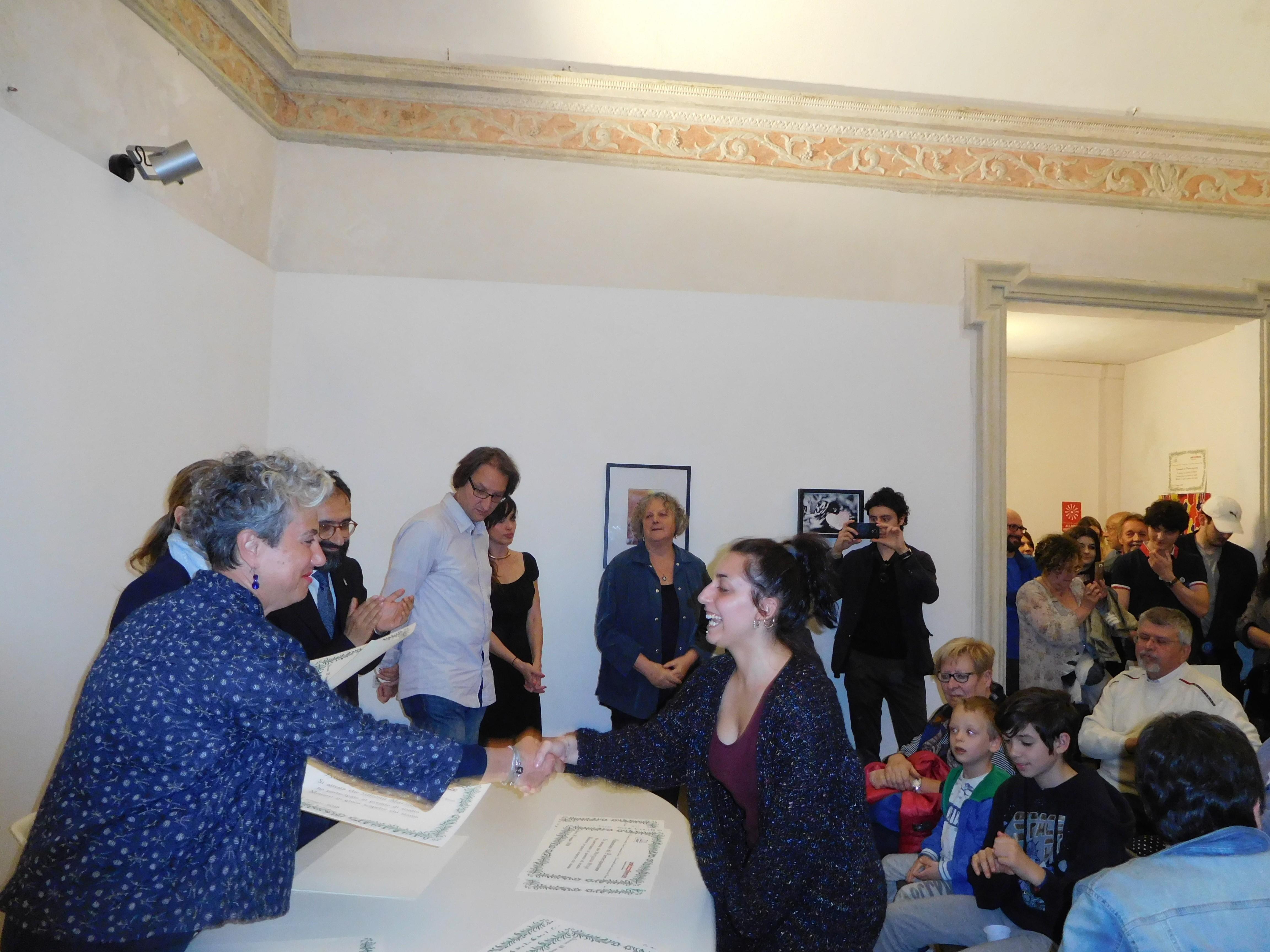 Grande successo per la mostra delle opere d'arte contemporanea dei ragazzi del Liceo Artistico – FOTO