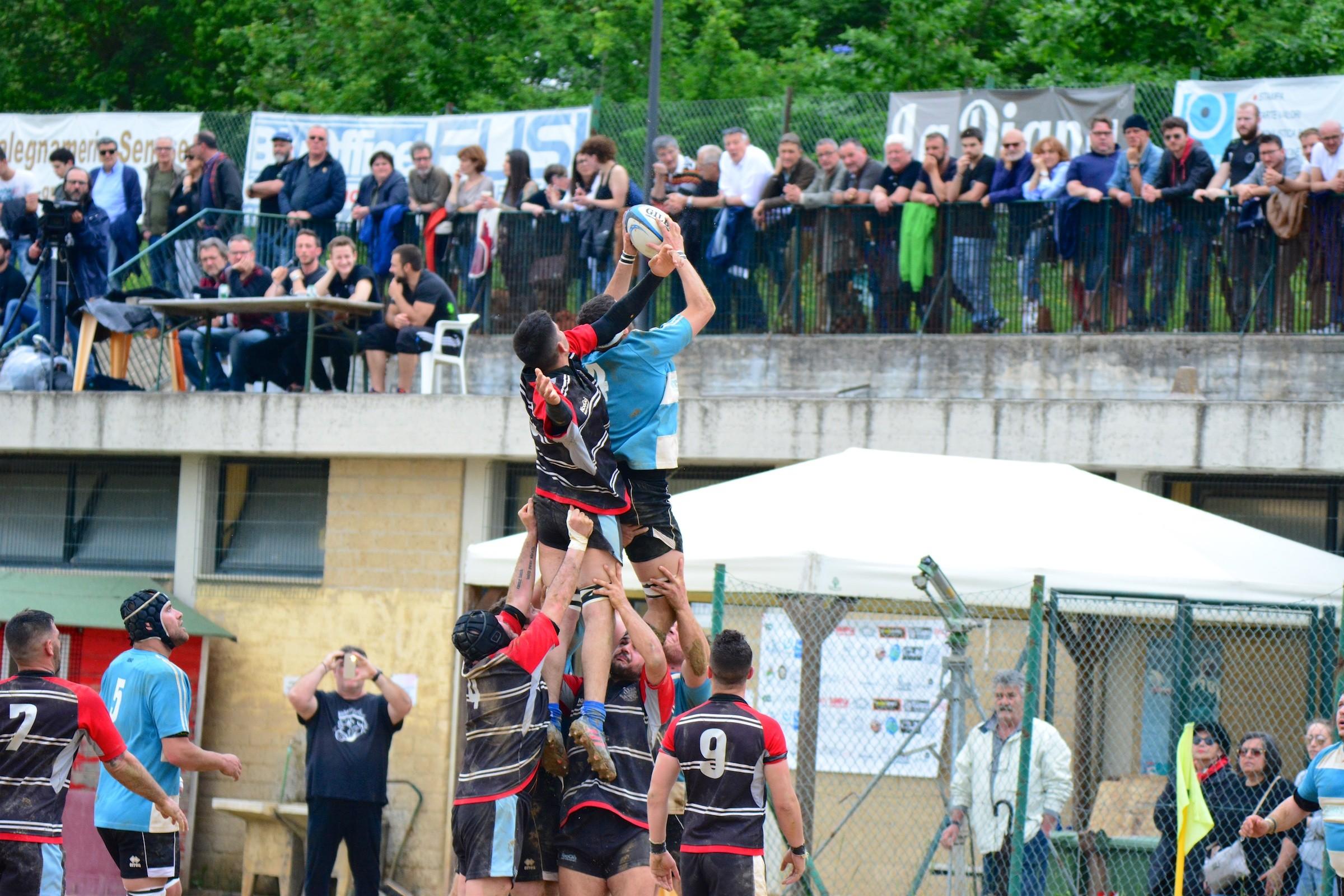 Il Cus Siena Rugby stravince l'andata dello spareggio con Fradis Sinnai e avvicina la B