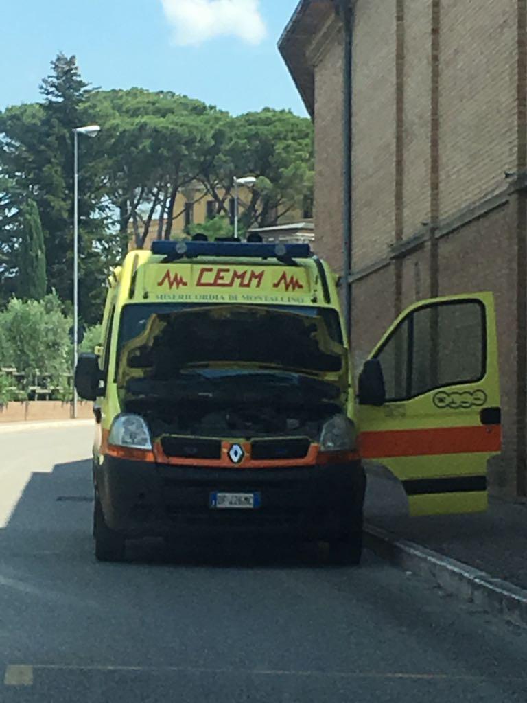 Ambulanza si guasta mentre trasporta un'anziana