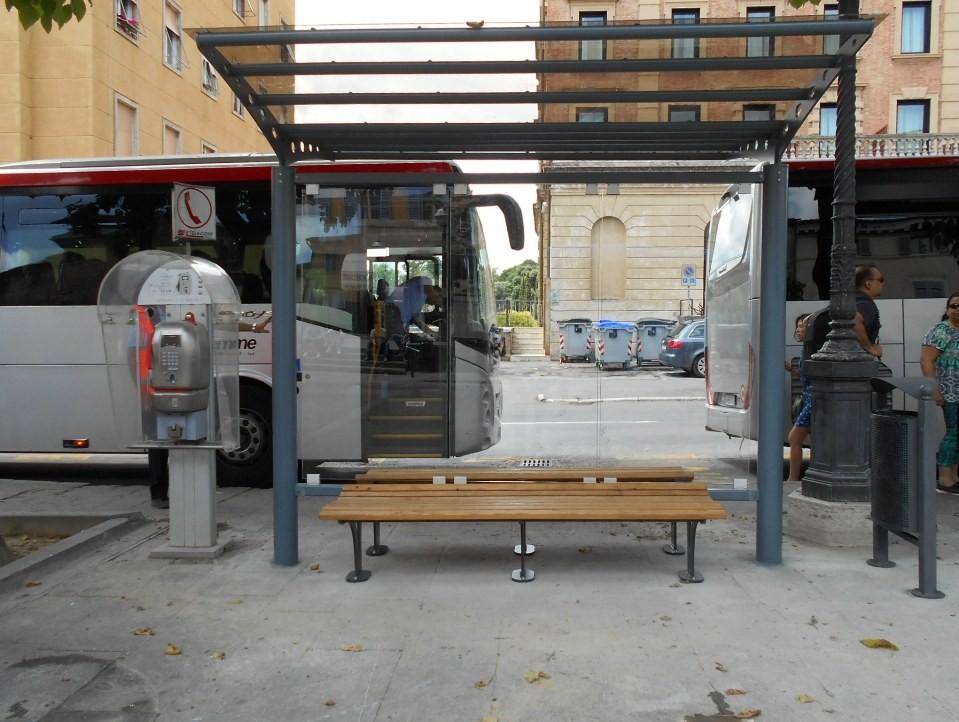 Tiemme: installate le nuove pensiline per l'area di partenza dei bus extraurbani in Piazza Gramsci