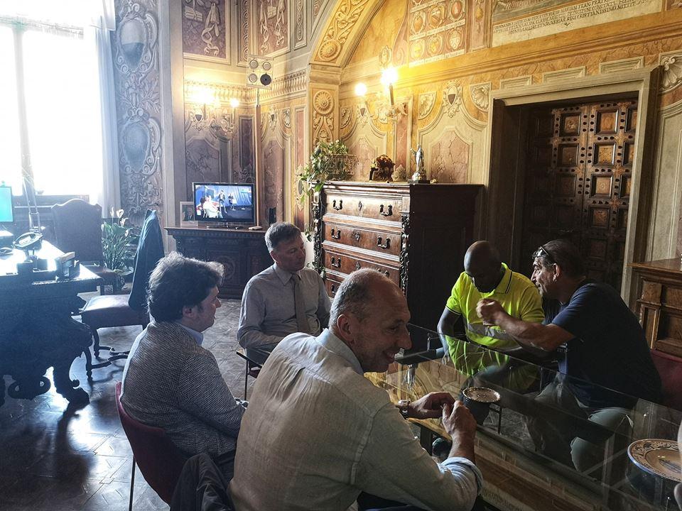 Aggressione verbale a uno steward in Piazza del Campo, il contradaiolo della Tartuca in Comune per scusarsi