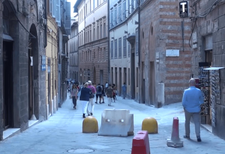 Cantiere in via Montanini, qualità dei lavori a targhe alterne e commercianti di serie A e di serie B