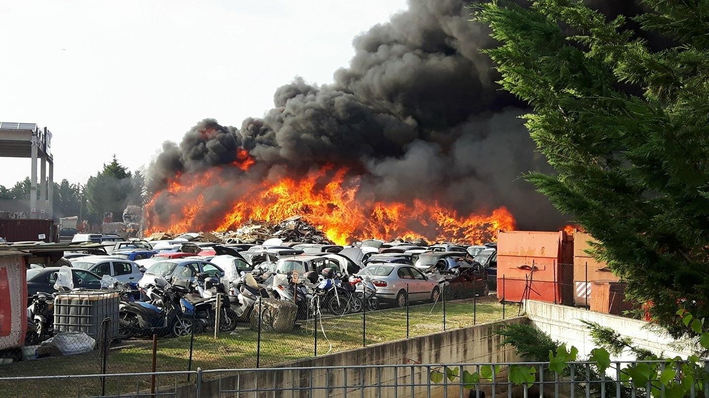 Incendio Rugi, in attesa delle analisi dell'Arpat resta il timore per i cibi