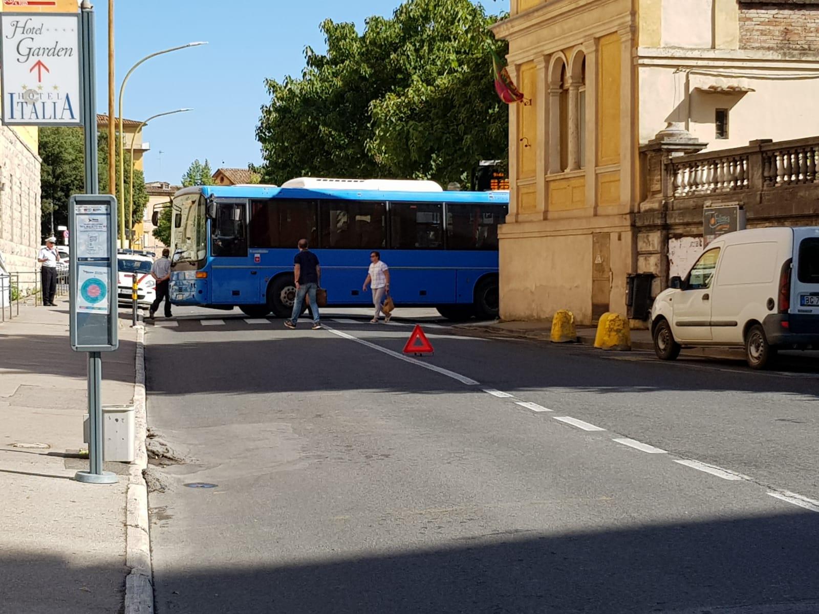 Bus fermo in mezzo di strada, guasto al cambio: Tiemme al lavoro per rinnovare il parco mezzi