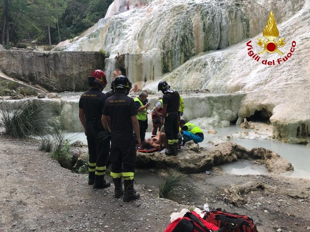 Cade a Bagni San Filippo, donna soccorsa dai Vigili del Fuoco