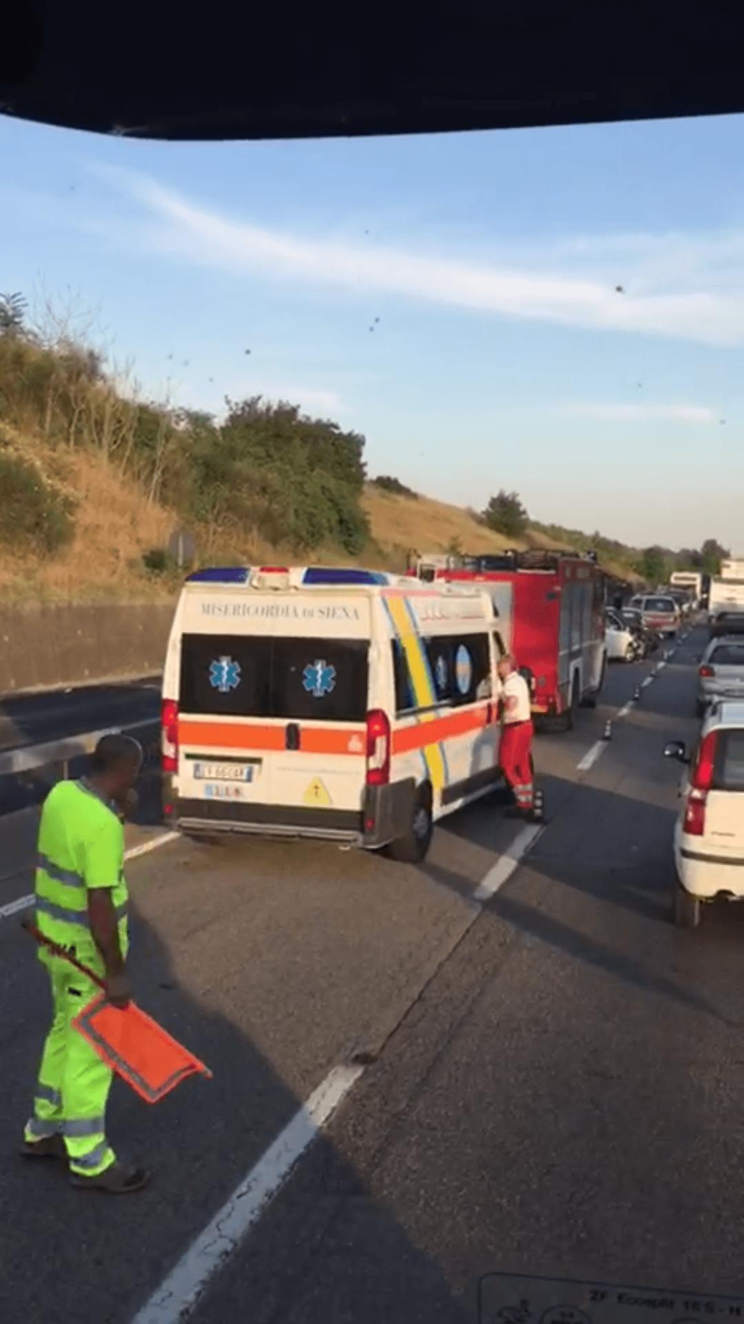 Lunga fila in tangenziale a causa di un incidente – NOTIZIA IN AGGIORNAMENTO