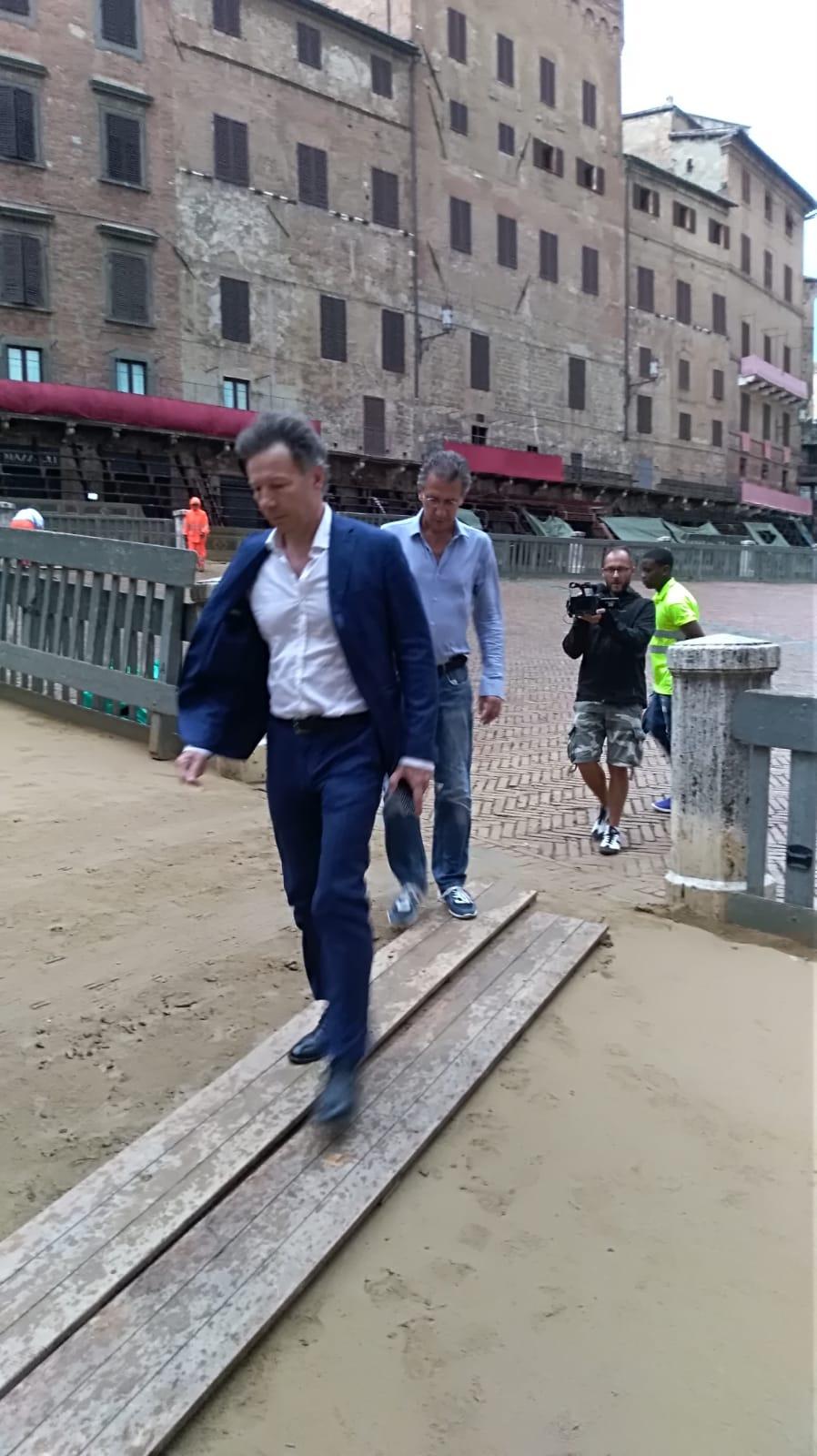 Palio, primo sopralluogo sul tufo del sindaco De Mossi