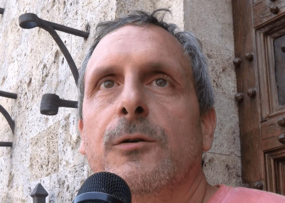 Rimozione del tufo: l'alternativa è la chiusura di un giorno della Piazza