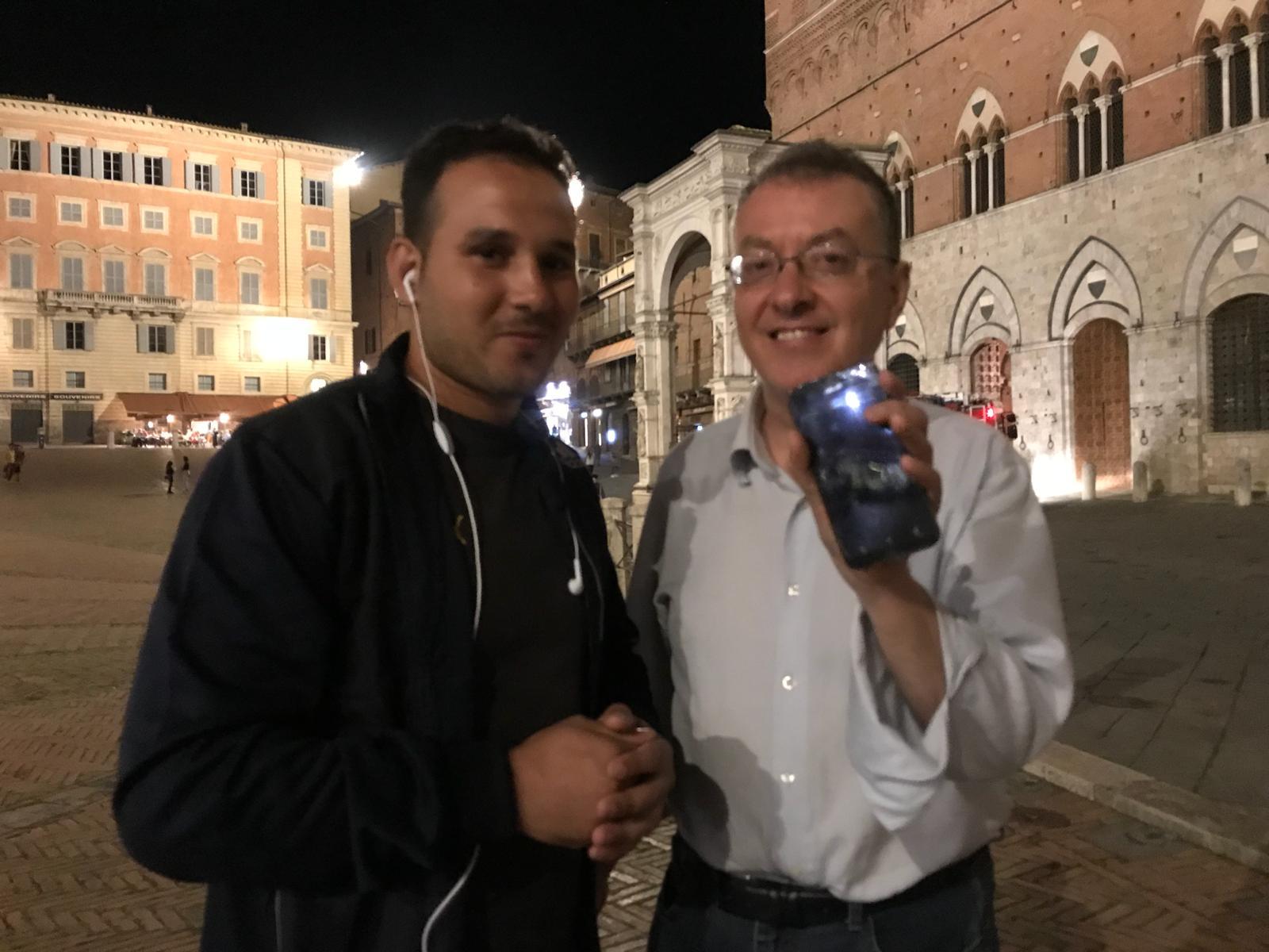 Abdelghani ritrova il telefono smarrito da Biliorsi e salva foto e ricordi del Palio vinto