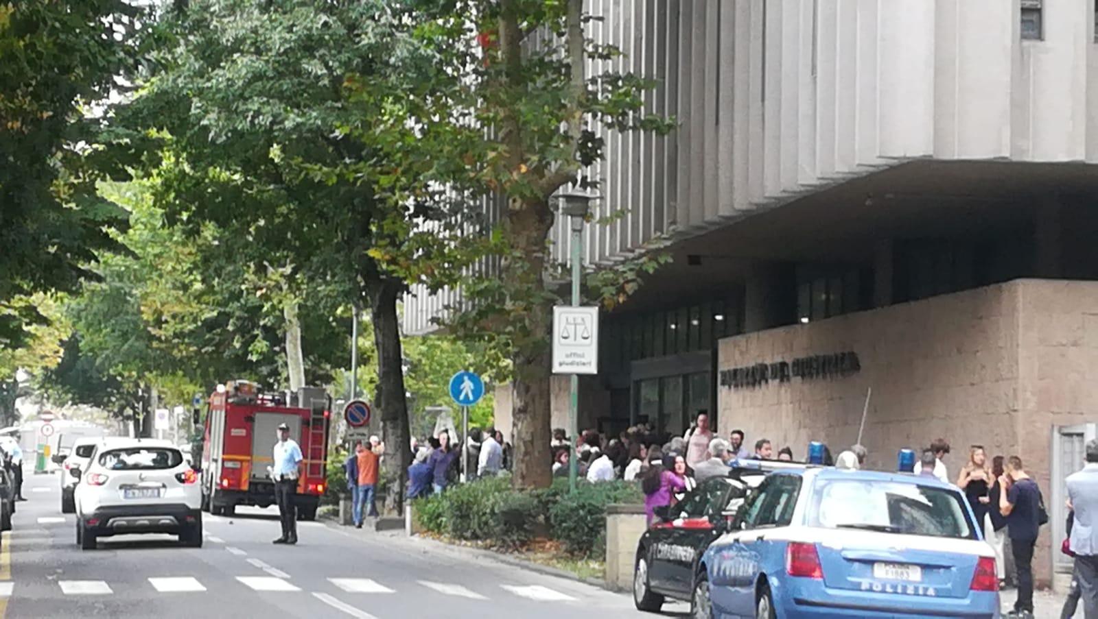 Evacuazione del Palazzo di giustizia (FOTO)