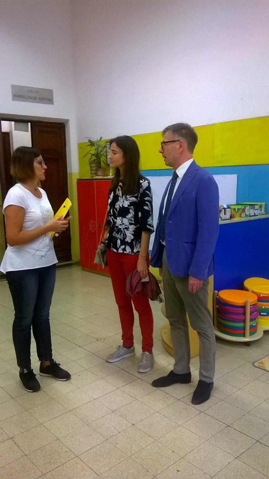 Il sindaco De Mossi e l'assessore Biondi Santi in visita agli asili Monumento e Agnoletti