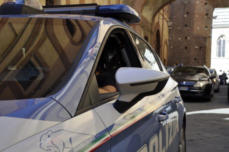 Insulta gli agenti di Polizia e si sottrae ai controlli e all'autocertificazione: denunciata 45enne