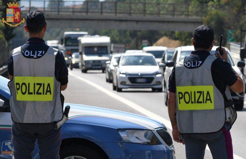 Polizia Stradale ferma autista con patente falsa e scatola nera taroccata