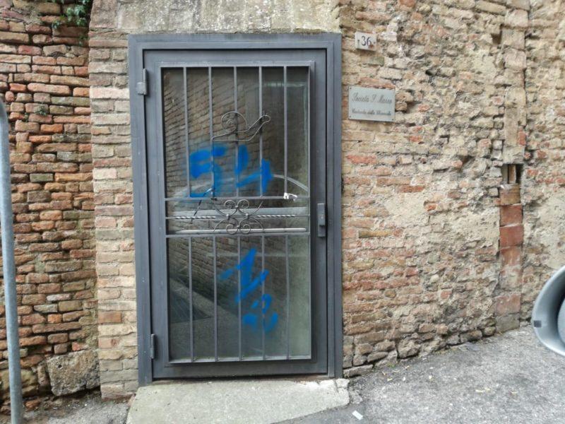 """Associazione Le Mura: """"Atti vandalici in Contrada, azioni stupide che ci feriscono"""""""