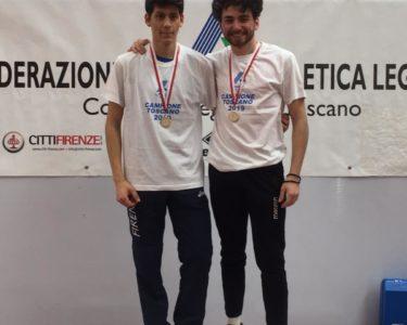 Alberto Menicori [a dx] sul podio con Filippo Bruschi (cat.Junior – Atletica Firenze Marathon), Campione Toscano salto triplo