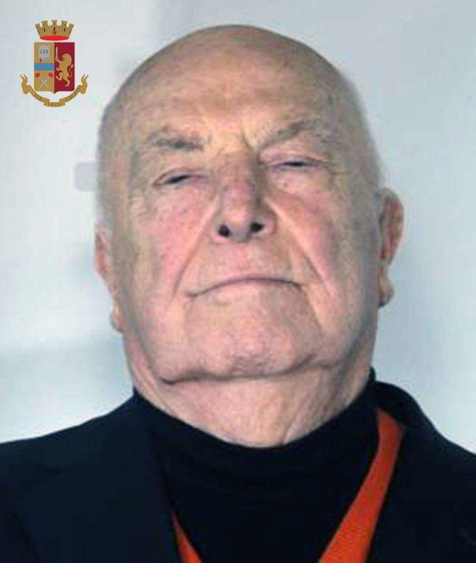 La truffa del nonno: 83enne compra abiti costosi con assegni a vuoto