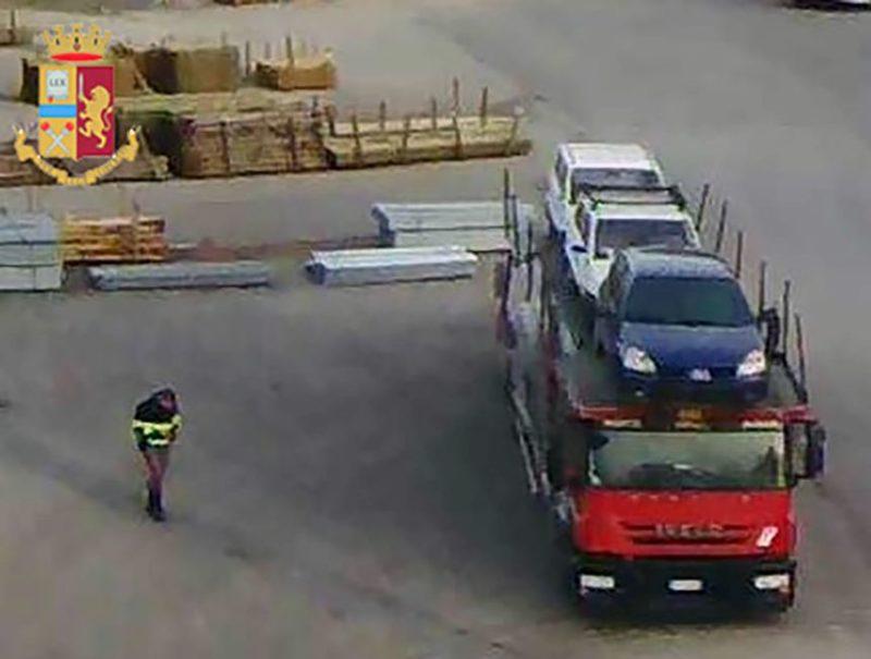 Fermato mentre trasporta rifiuti pericolosi senza segnalarlo: 4000€ di multa
