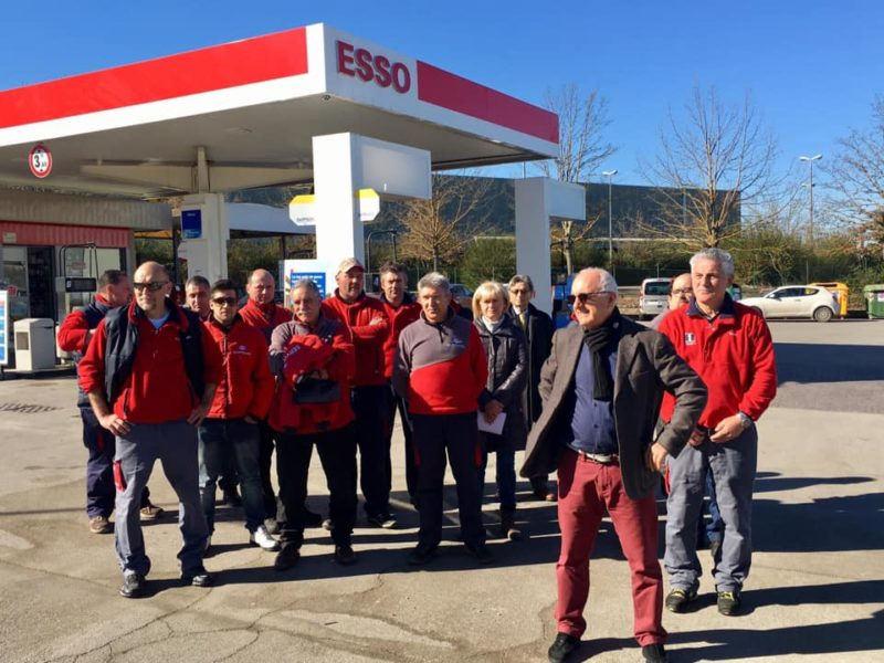A Colle la protesta dei gestori Esso della Toscana contro la società Petrolifera Adriatica