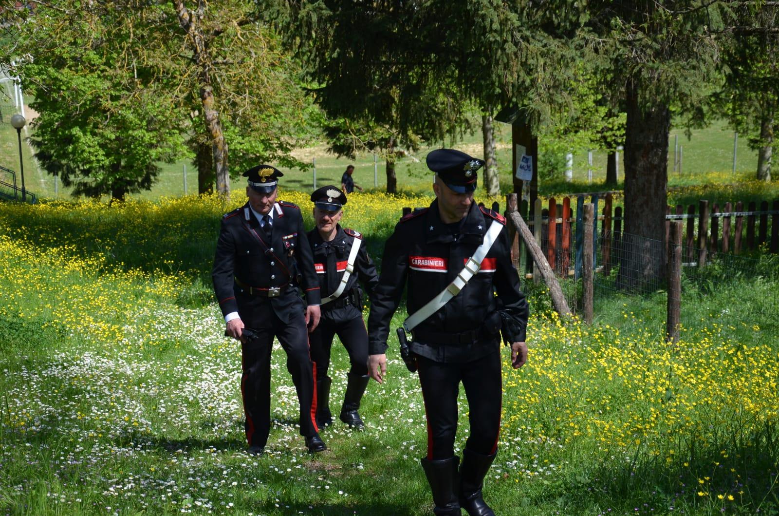 Tre ragazzini si perdono nel bosco, i carabinieri li recuperano