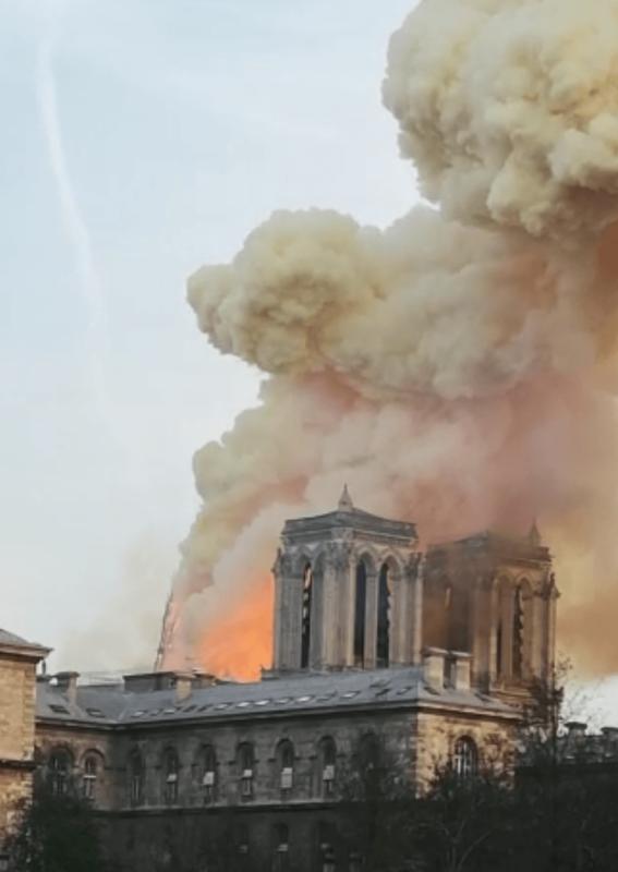 Incendio a Notre-Dame, la testimonianza del nostro collega Andrea Mari – VIDEO
