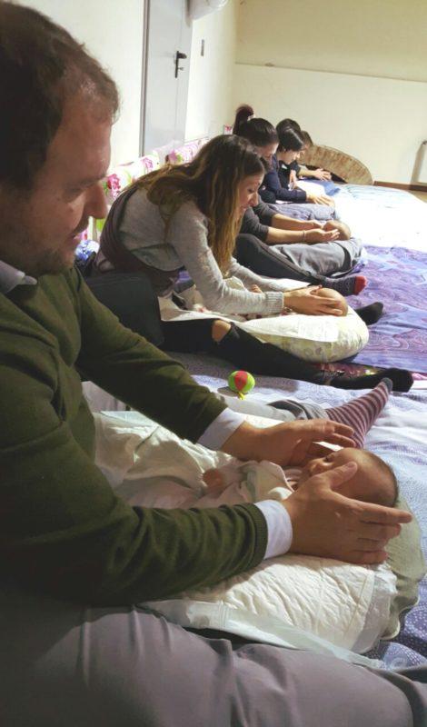 Curare i bambini con il massaggio infantile: corsi attivi in tutta la Asl Toscana sud est