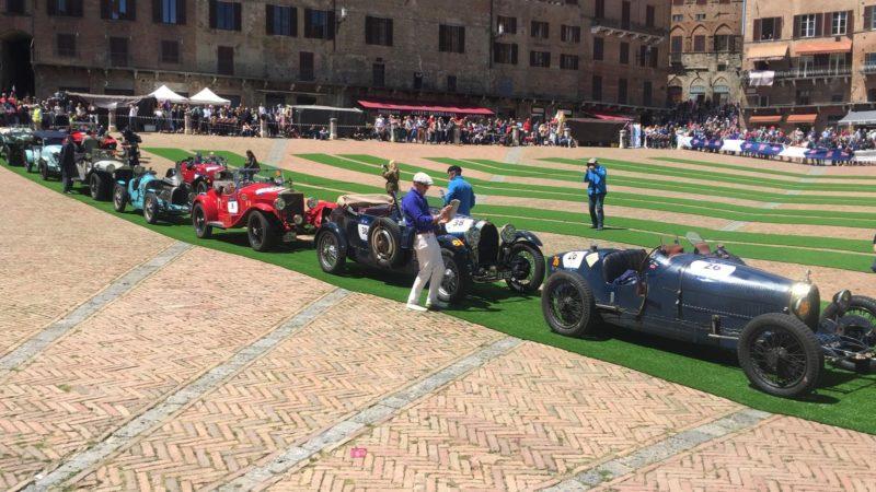 """Mille Miglia in Piazza del Campo: a degustare i prodotti tipici senesi e ricevere il """"Si you again"""" anche Cracco e Bastianich"""