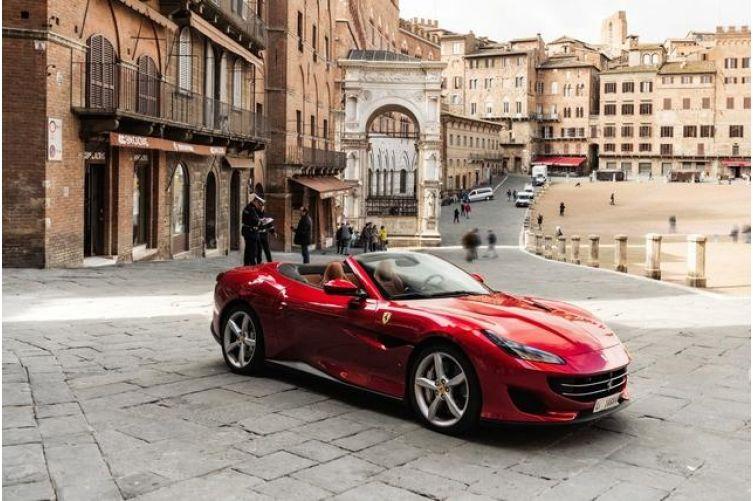 Domenica 9 giugno primo raduno Ferrari a Siena in Piazza del Campo