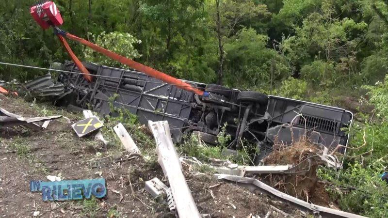 Tragico incidente del bus turistico sull'Autopalio: autista a processo, indagate altre 4 persone
