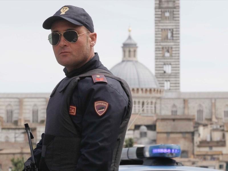 Da Colle a Siena per comprare prodotti tipici: Polizia sanziona tre stranieri