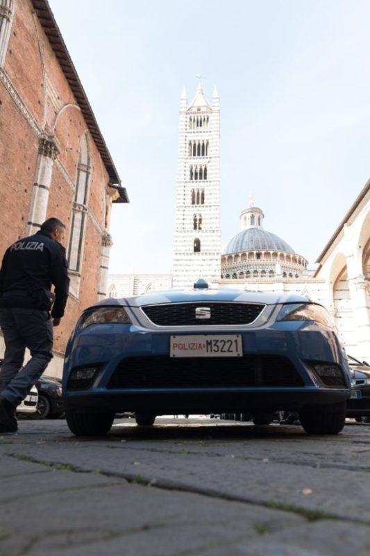 """Il """"pacco napoletano"""" arriva anche a Siena, giovane donna truffata online"""