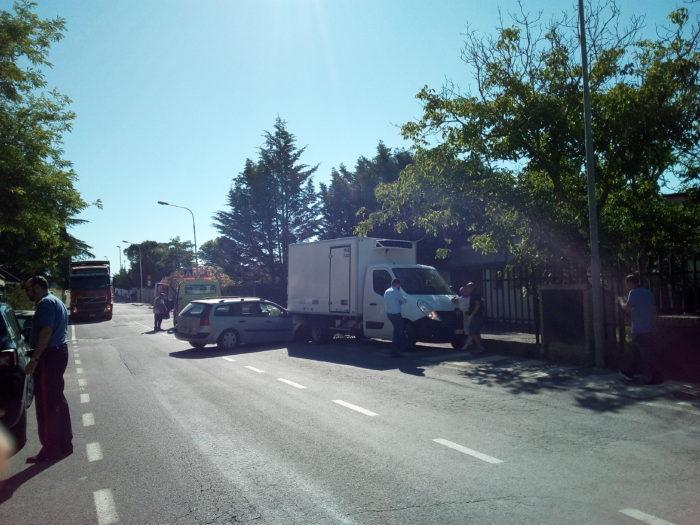 Auto contro furgone, incidente a Casetta