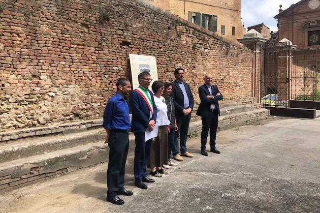 Svelata la targa in piazzale Sant'Agata, dove fu giocato il primo incontro di basket in Italia
