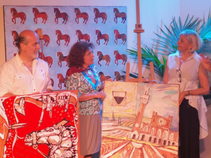 Le opere di Vita Di Benedetto e Alessandro Grazi donate a Monica Crociani, Presidente dell'Asp Città di Siena