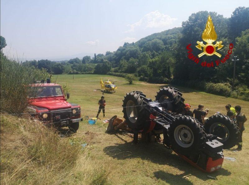 Rimane incastrato sotto ad un trattore, pronto intervento dei Vigili del Fuoco