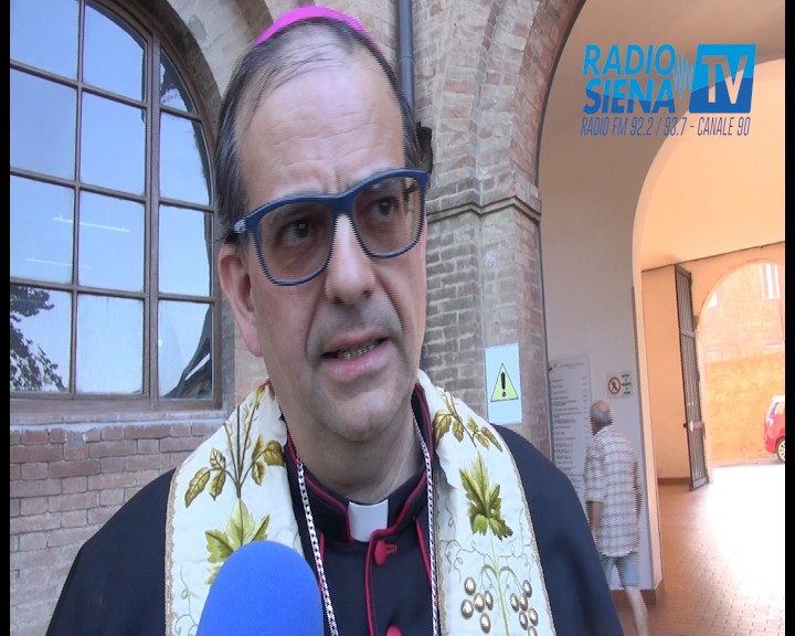 """Migrazione, arcivescovo Lojudice: """"Siena è un modello da seguire"""" e a chi lo accusa di fare politica risponde: """"Mi interessa la persona umana"""""""