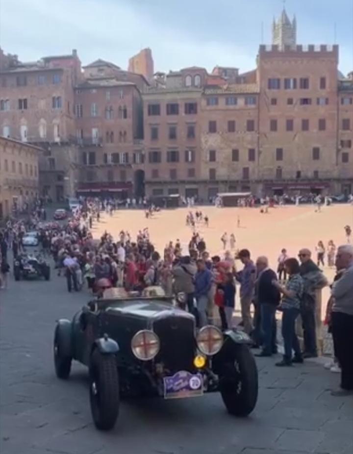 Il Gran Premio Nuvolari fa tappa in Piazza del Campo