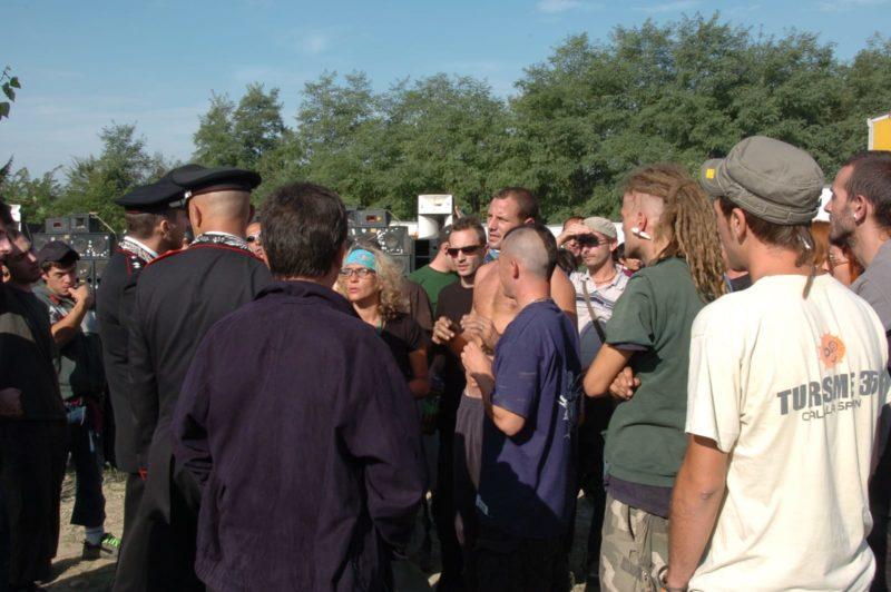Rave Party con 400 persone sgominato a Radicofani in un terreno privato