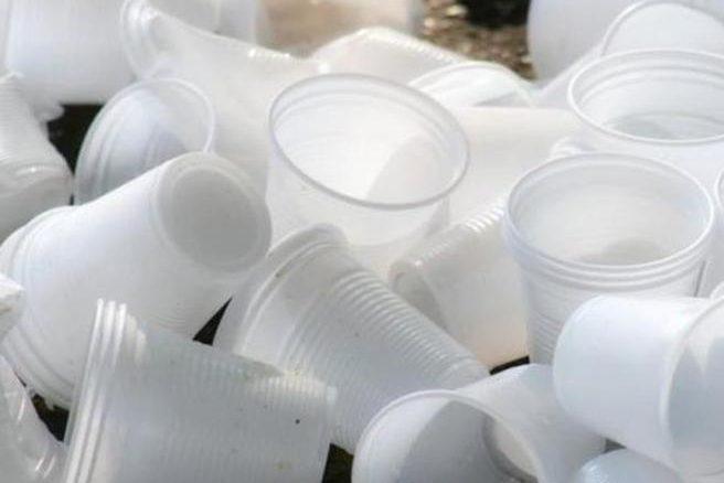 Siena senza plastica: borracce in Consiglio e stoviglie biodegradabili per Contrade e scuole